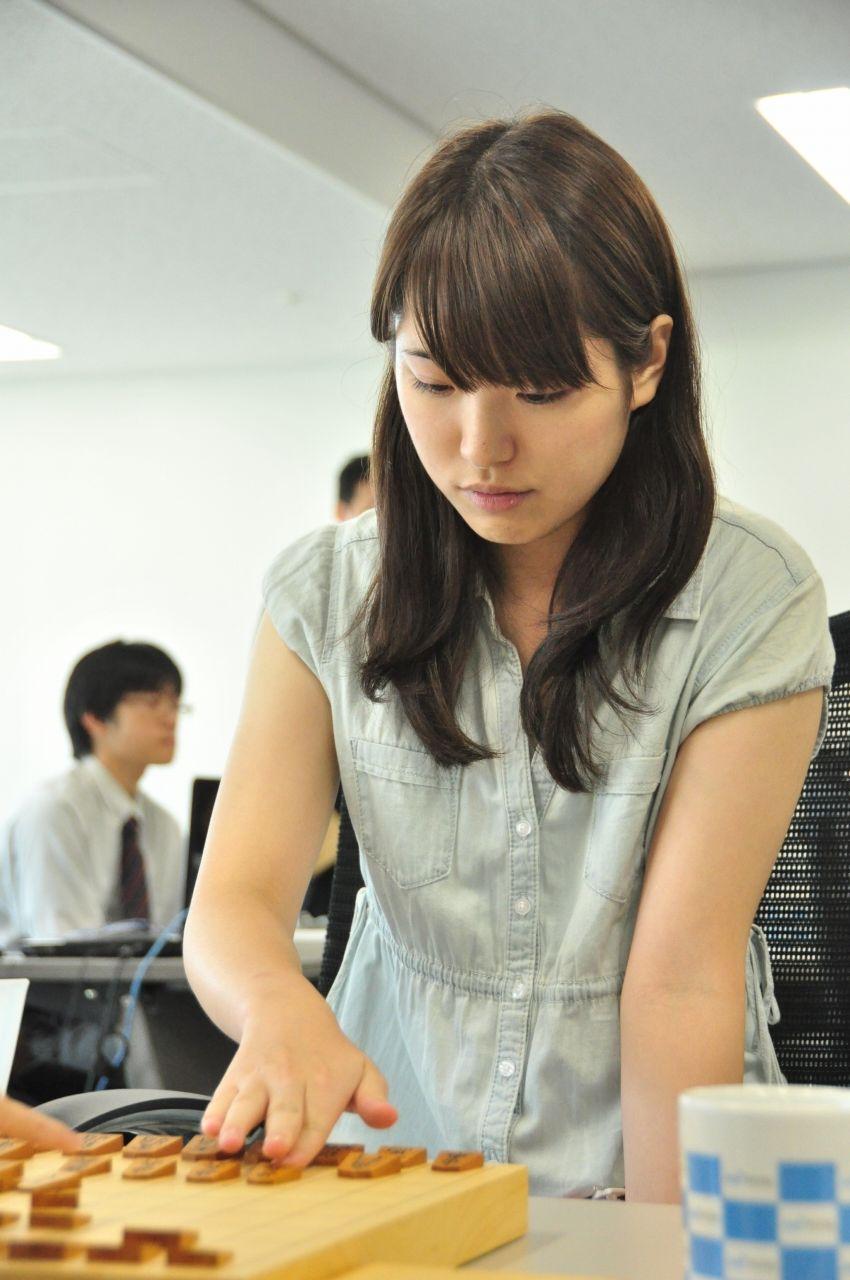 山口恵梨子の実力は?美人すぎる棋士!!
