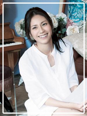 白ワイシャツの松下奈緒さん